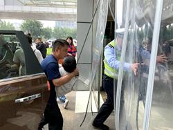 莘县一儿童高烧急需送医 聊城高速两大队民警接力护送
