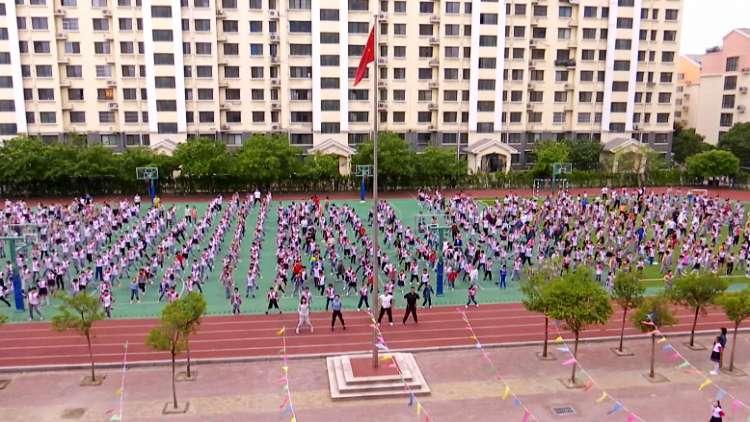 """109秒丨鬼步舞、武术操、老游戏……潍坊这些小学生在操场上玩""""嗨""""了"""