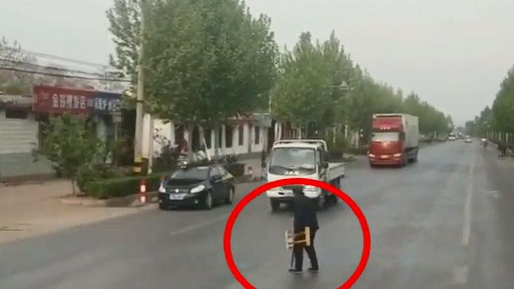18秒|停下车等老人过马路 滨州街头这暖心一幕被拍