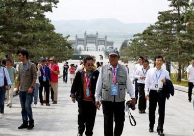 组图 | 海外媒体代表融入尼山圣境 感受中国传统文化深厚底蕴