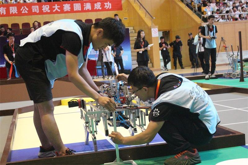 第七届山东省大学生机器人大赛闭幕 潍坊科技学院夺冠