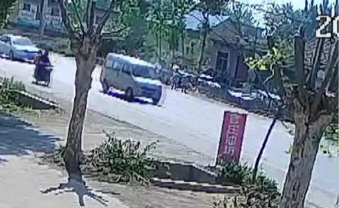 67秒丨临沂一货车超载轮胎脱落 9岁女孩路边等车被砸身亡