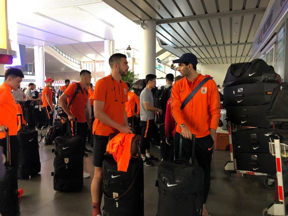 鲁能全队今飞赴日本,提前锁定亚冠小组第一,也要与对手掰掰手腕
