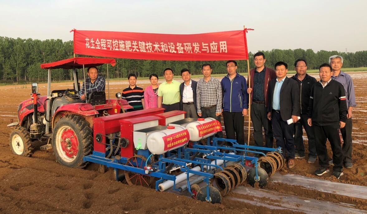 新技术! 我国首台花生多层施肥机具在莒南试验成功