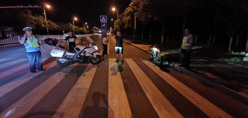 滨州交警查获一飙车团伙 部分还是未成年人