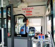 @潍坊人 1500多辆公交车上张贴新标识 你知道它的含义吗?