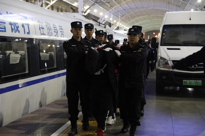"""干微商擦亮眼! 青岛警方揭秘步步设套的""""代理陷阱"""""""