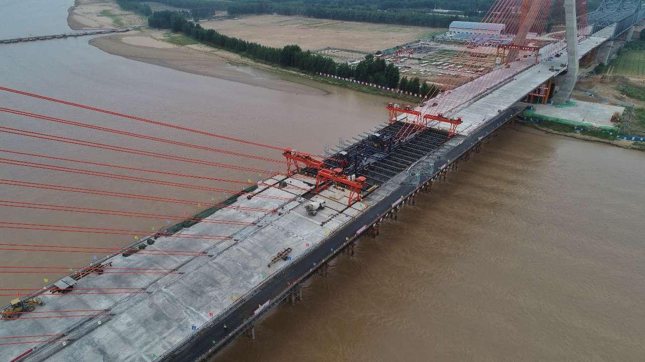 泰东高速黄河大桥主跨顺利合龙! 全线今年9月份通车