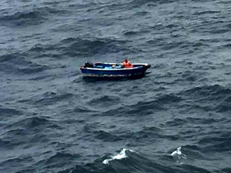 堪称奇迹!海钓男子迷失大海,漂流11天靠吃鱼食喝尿续命