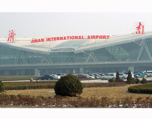 """罚款5千-10万元! 济南出台国际机场""""黄牛""""""""黑车""""整治方案"""