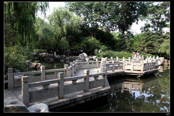 66秒丨家长注意!防止意外发生,五龙潭公园戏水请到浅水区!