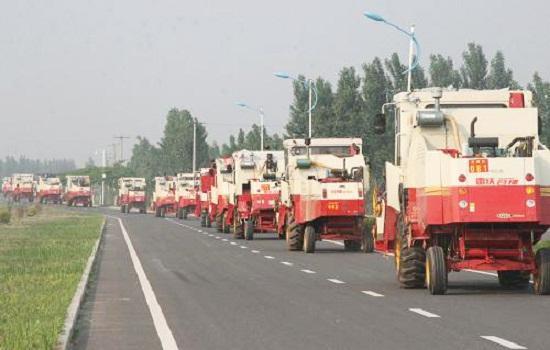 山东交通部门发文,三项措施保障夏季农业机械跨区作业