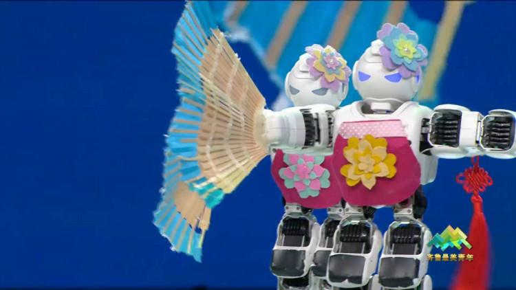 62秒丨酷炫!16岁徐书晗能让机器人跳舞《沂蒙山小调》