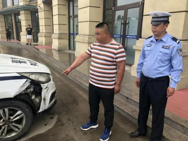日照小伙被查拒不停车 无证驾驶撞坏警车逃逸