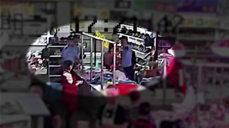 45秒丨民警菜市场处置警情,移动警务终端被商户盗走