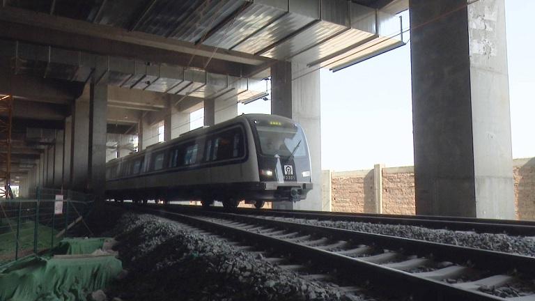 """53秒丨济南地铁3号线首列""""小蓝车""""成功试跑!国庆节就能乘坐啦"""