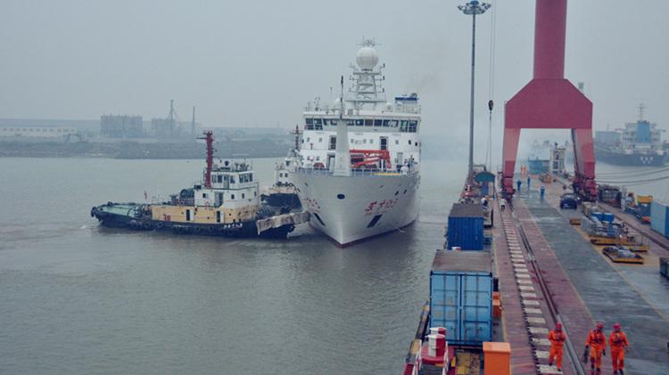 """全球最大静音科考船""""东方红3""""在上海开启首次科考试航"""
