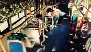 """正能量!潍坊女子乘坐公交意外休克 众人上演""""合力救援"""""""