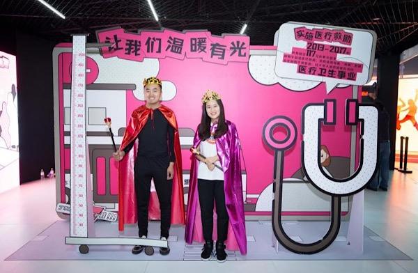 """眼里有光心中有爱 —体彩25周年""""时光隧道""""活动走进青岛"""