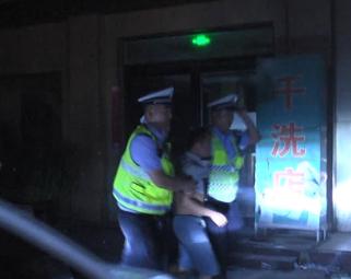 51秒丨曹县一司机酒后驾驶逃跑5米被抓 A2驾驶证被降级