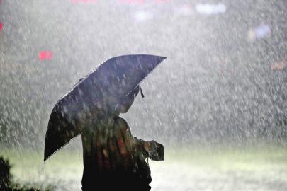 海丽气象吧|临沂明天将出现大到暴雨?并伴有雷电大风