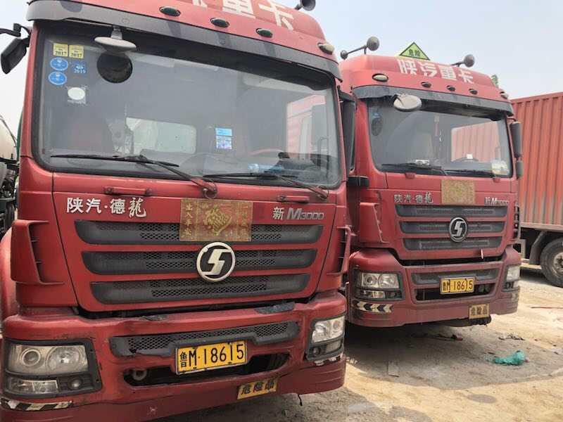 """淄博:危化品车也有""""双胞胎""""? 驾驶员自己都懵了"""