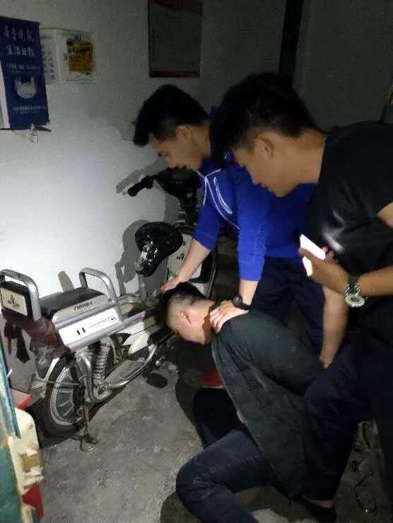 济南一男子开车偷电瓶被抓,理由:为了和老婆吵架斗气