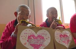 48秒|热腾腾的粽子出锅!聊城志愿者包粽子送福利院老人