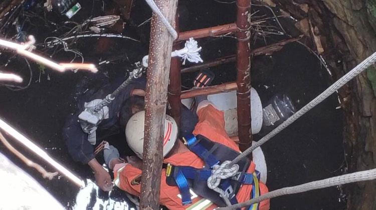 49秒|65岁老人打水掉入田间水井被困3天 体力透支急需救援