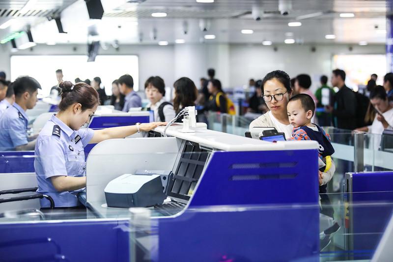 """""""端午""""假期青岛机场出入境客流量约3.6万人次"""