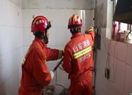 村民家中墙壁瓷砖内惊现蛇 潍坊消防紧急到场处置
