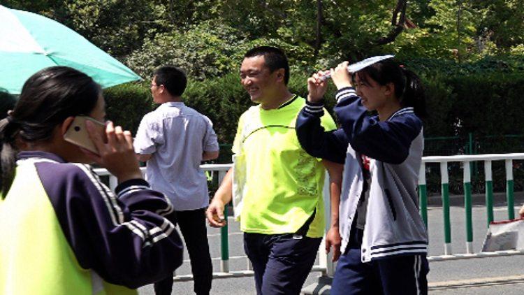 """58秒丨潍坊2019年中考""""开锣"""" 为陪考家长连请四天假"""