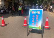 潍坊:上阵父女兵 交警老爸为考生女儿保驾护航