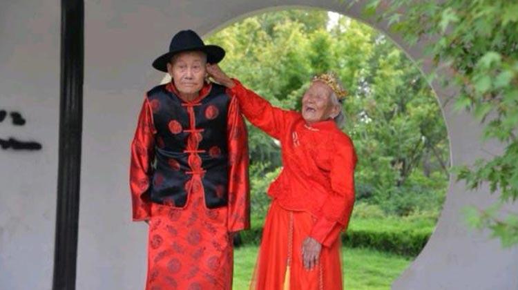 62秒丨牵手走过70年,郓城90岁老夫妻补拍婚纱照