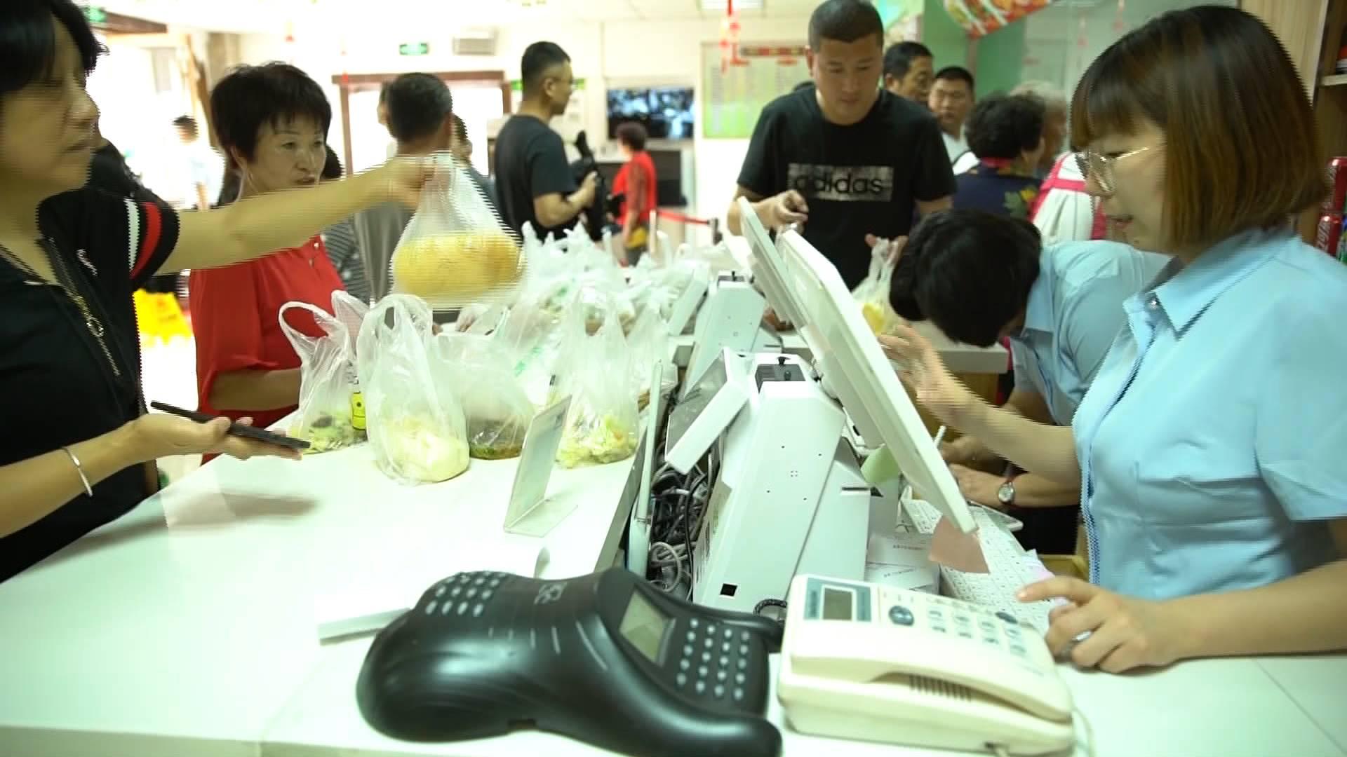 青岛这个社区大食堂有啥魅力 让很多外地人慕名前来体验观摩