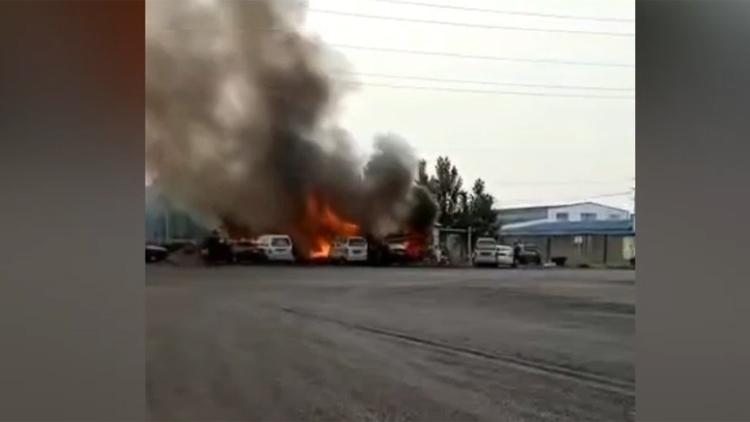 32秒丨滨州一彩钢板房起火 现场浓烟滚滚