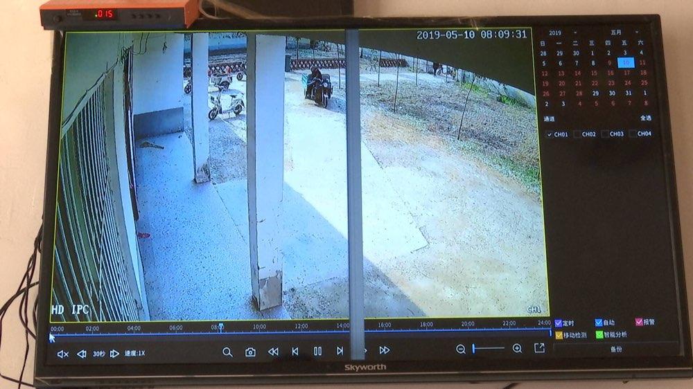 菏泽单县耿许庄幸福院破损玻璃已修复,当地将确保在正常时间开关门