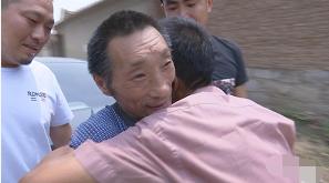 流浪三十年的大叔终于回家,只因这个潍坊小伙两年多的坚持