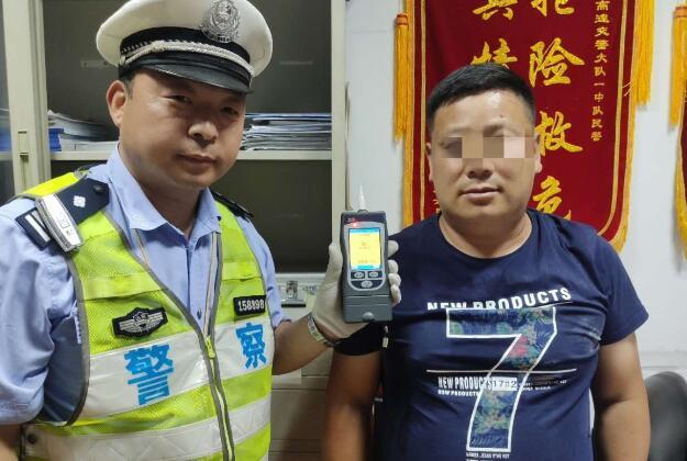 有司机酒驾遇查跑进了交警队!青岛交警曝光10起酒驾案例