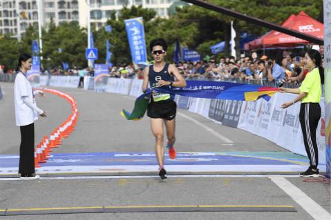 2019海阳马拉松男女半程赛成绩出炉 镜头记录撞线瞬间