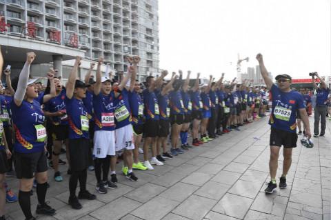 残疾人的奔跑梦、美女选手忙热身,2019海阳马拉松赛前故事了解下