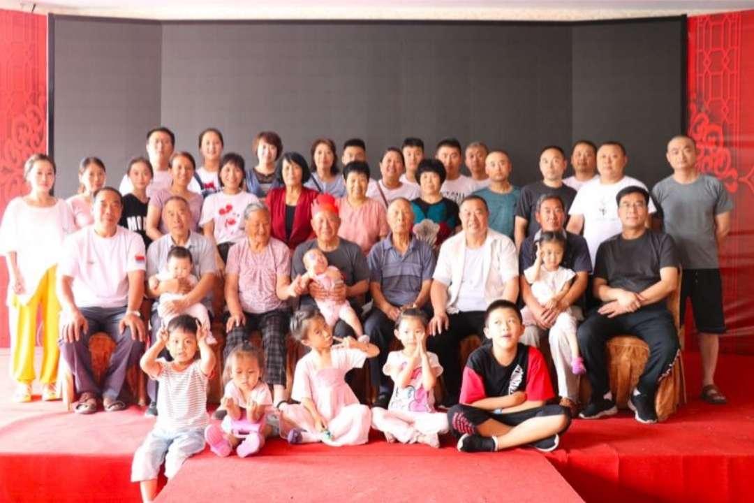 85岁大寿恰逢父亲节 青州五世同堂大家庭这样庆祝