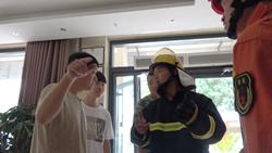 56秒|惊险!开考在即宾馆电梯出故障,聊城4名中考考生险被困