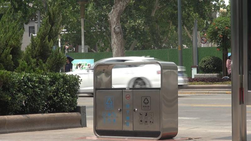 """89秒丨知易行难!垃圾分类标识明显,市民扔垃圾多是""""图方便"""""""