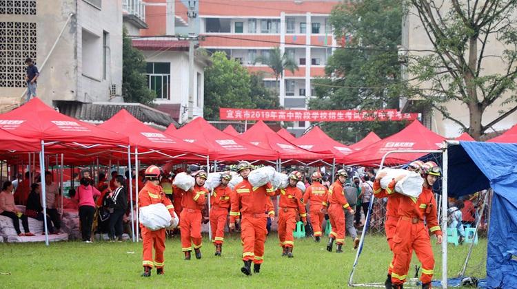 现场图集:四川长宁发生6.0级地震 多方救援力量集结