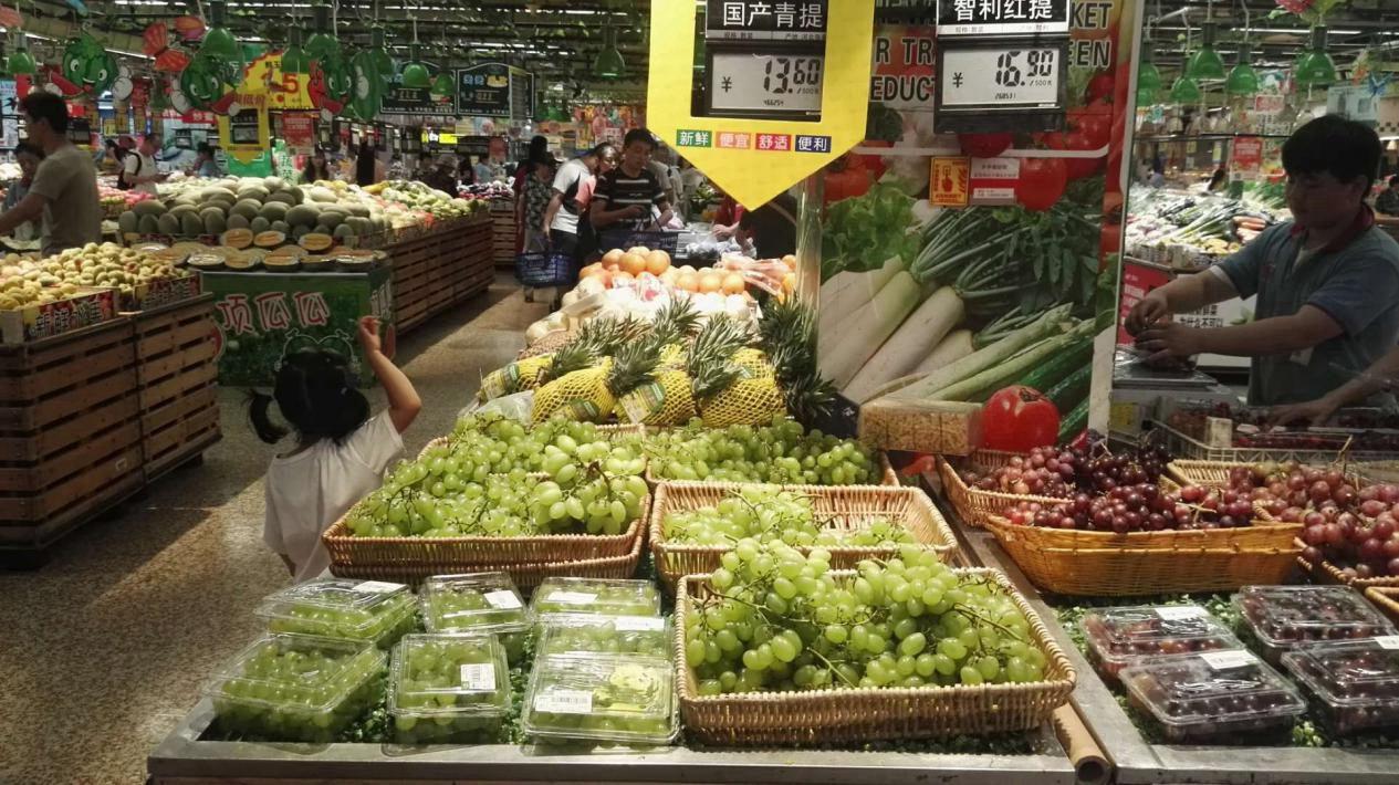 """济南水果价格逐渐走低 时令果价让""""水果自由""""不再遥远"""
