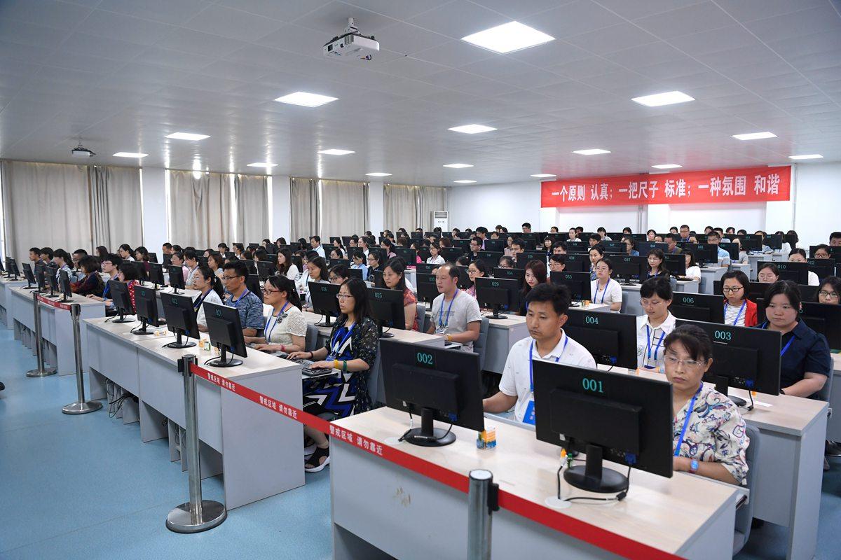 组图|济南中考评卷工作开始 630名评卷员将阅卷56.6万份