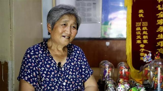 """""""面塑奶奶""""50年来免费教学生,希望残疾学生能自食其力"""