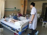 47秒 | 威海这位医生带伤工作,只因放心不下病人
