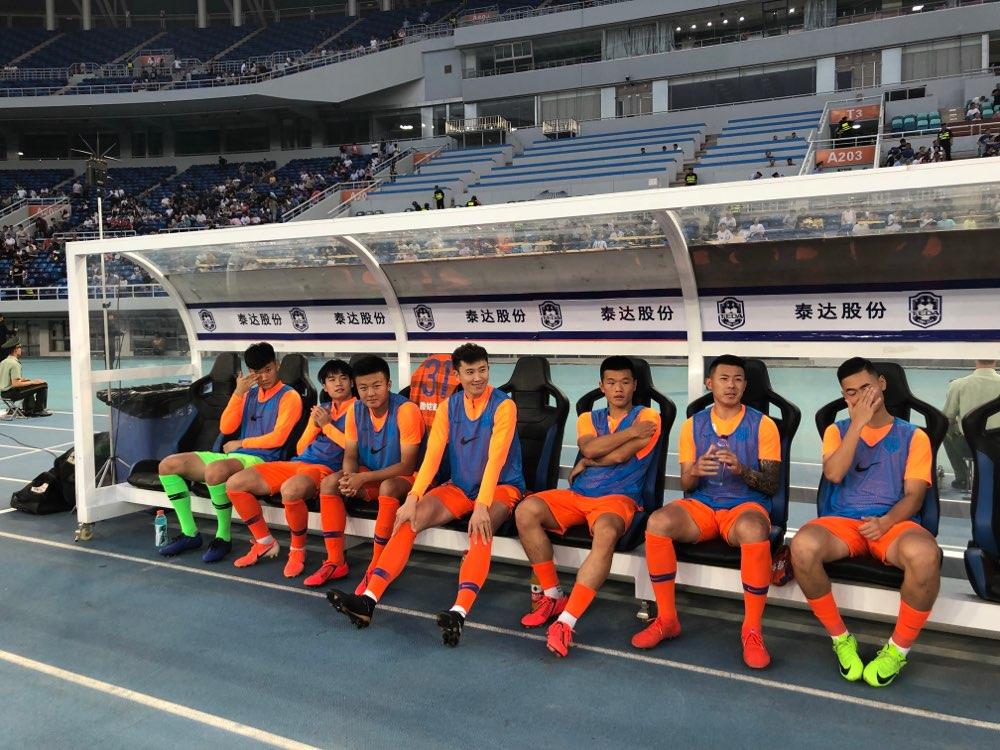 鲁能替补席5名U23球员时刻准备着 老将周海滨替换刘彬彬出场